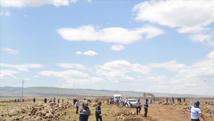 Diyarbakır'da köy sakinleri ile işçiler arasında arbede