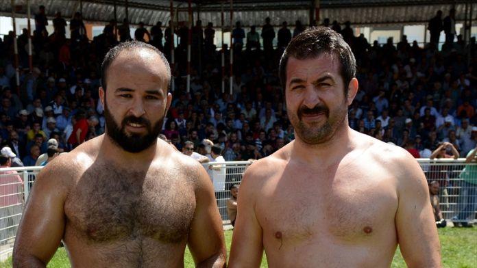 Kumluca güreşlerinde başpehlivan Orhan Okulu oldu