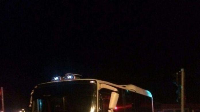 Tır İle Servis Minibüsü Çarpıştı