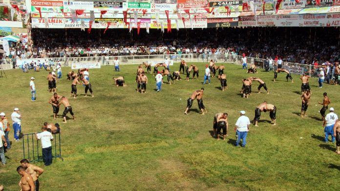 Kumluca'nın başpehlivanı Orhan Okulu