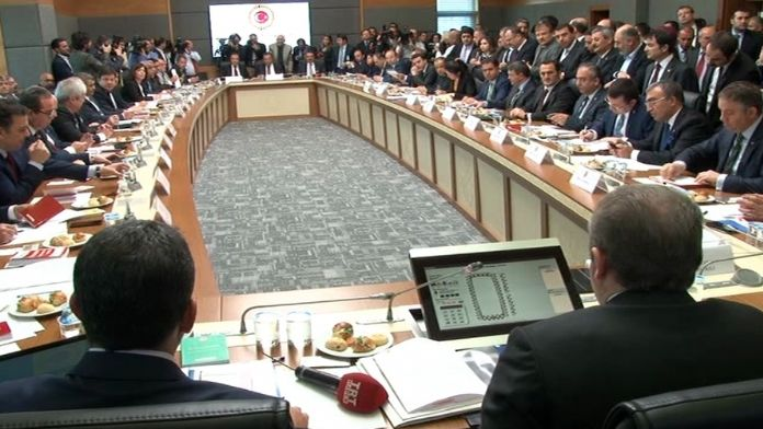Anayasa Komisyonu Toplantısı sakin başladı