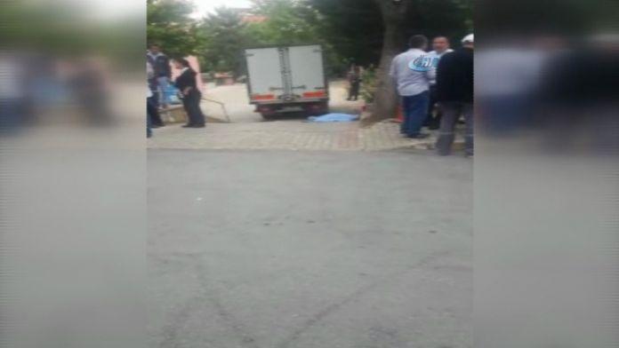 Huzurevine yemek götüren kamyonet yaşlı adamı ezdi