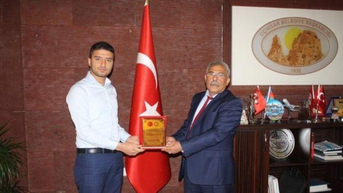 Başkan Karaaslan'a, Türkiye Öğrenci Meclisi'nden Teşekkür Plaketi