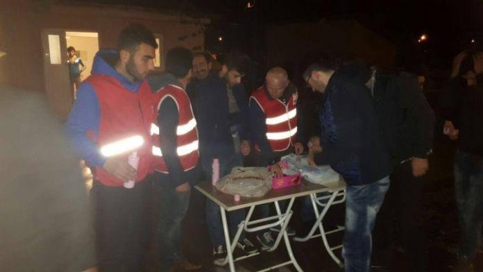 Türk Kızılayı Çıldır Gençlik Kolları Lokum Dağıttı
