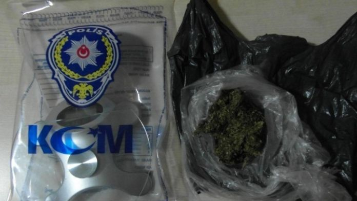 İzmir'de Uyuşturucu Operasyonu: 2 Zanlı Tutuklandı