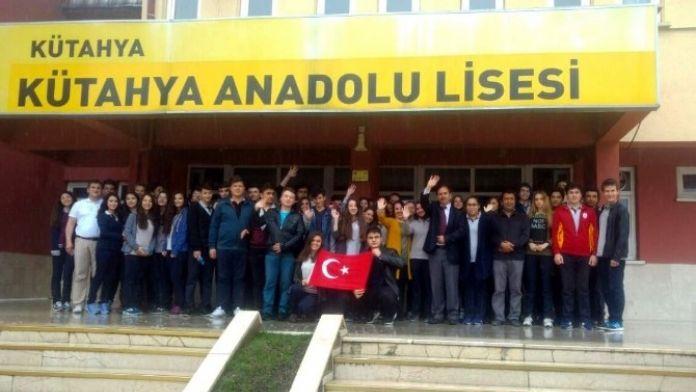 Kütahya Anadolu Öğretmen Lisesi Öğrencilerinden Örnek Davranış