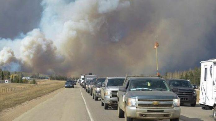 Kanada'da orman yangınında 100 bin kişi tahliye ediliyor