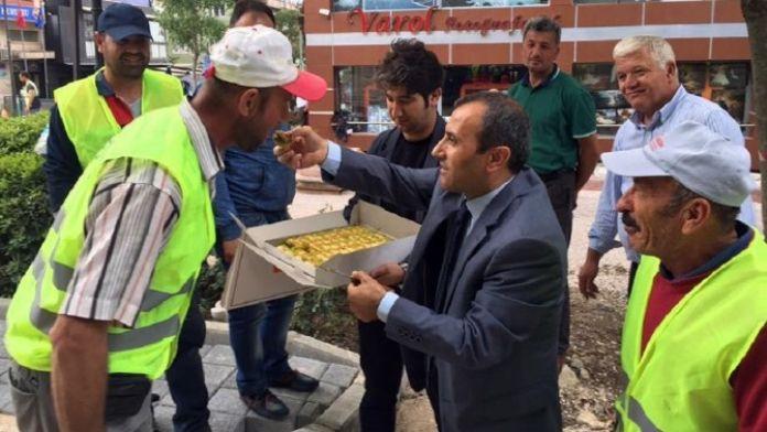 Kaymakam İşçilere Baklava Servisi