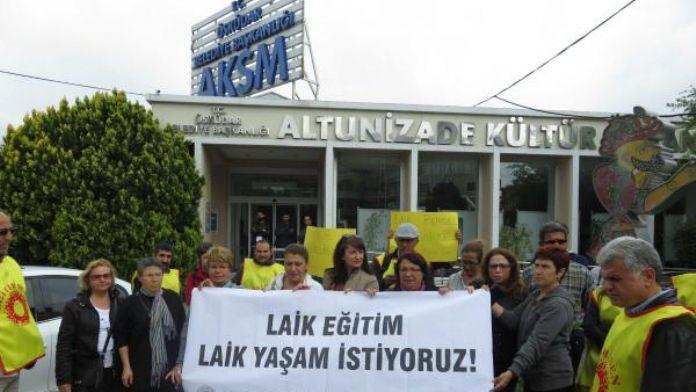 Eğitim-Sen üyesi bir grup İHH başkanının katıldığı konferansı protesto etti