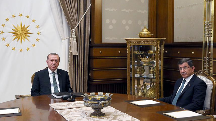Erdoğan ile Davutoğlu'nun görüşmesi başladı