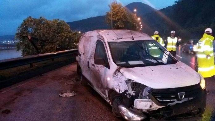 Kapalı Kasa Kamyonet Takla Attı: 1 Yaralı