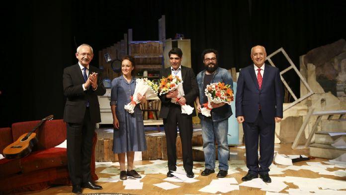 CHP Genel Başkanı Kılıçdaroğlu tiyatroya gitti