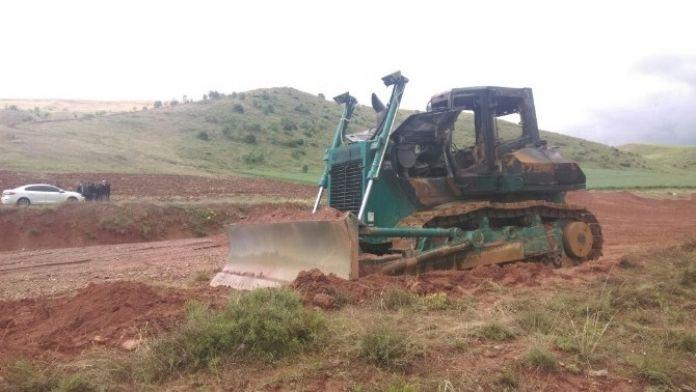 DSİ'ye Ait İş Makineleri Kundaklandı