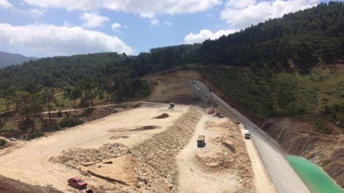 Kumluca Adrasan Barajının Gövde Dolgusu Devam Ediyor