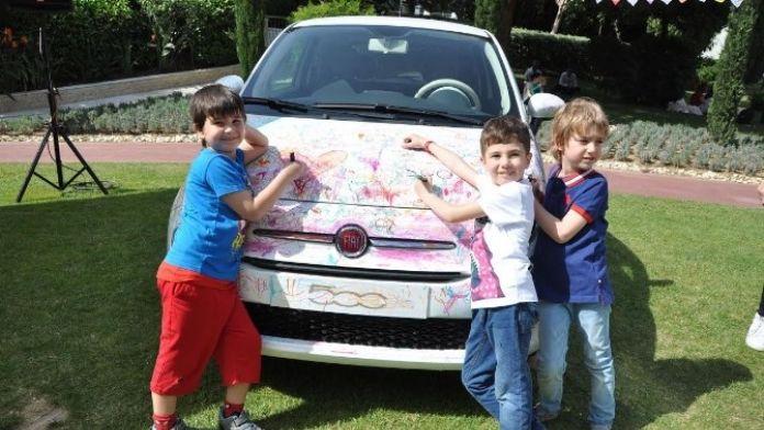 Çocuklar Otomobilleri Boyadı