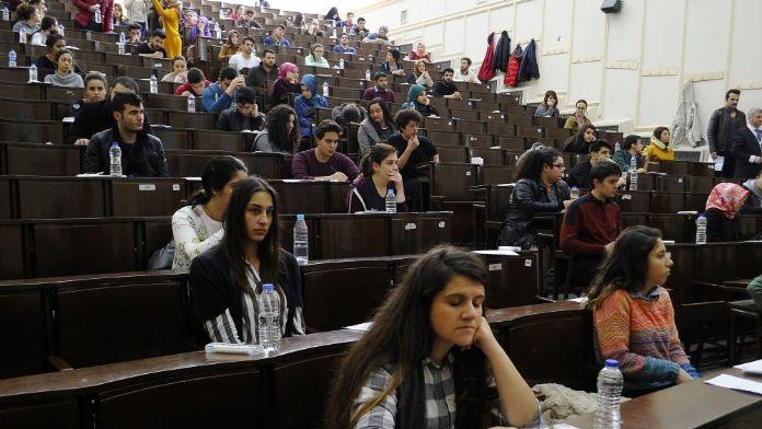 Sınavda hayal kırıklığı yaşayan öğrenciye destek şart