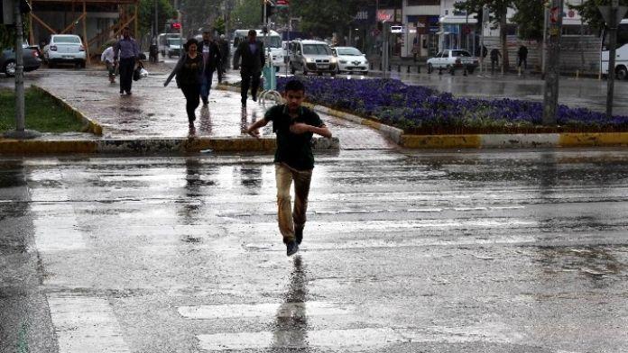 Yağışlar Adıyaman'da Çiftçinin Yüzünü Güldürdü
