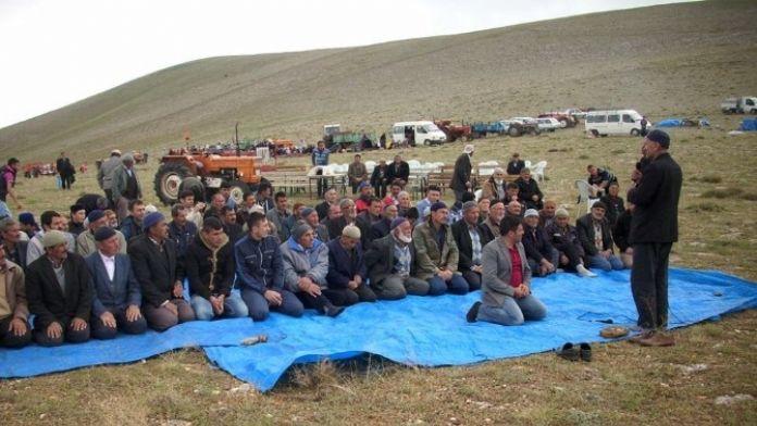 Niğde'de Çiftçiler Yağmur Duasına Çıktı