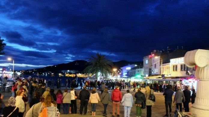 Foça'da 'Laikliğe Sahip Çık' Eylemi