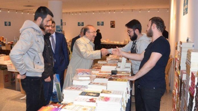 Başkan Gümrükçüoğlu, Trabzon Kitap Fuarı'nı Ziyaret Etti