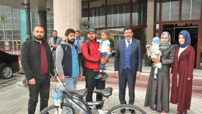 Erdoğan Hayranı Suriyeli Aile, Başkan AK'ı Ziyaret Etti