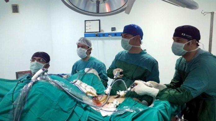 ADÜ'de İlk Defa Kapalı Sağ Kalın Bağırsak Ameliyatı Gerçekleştirildi