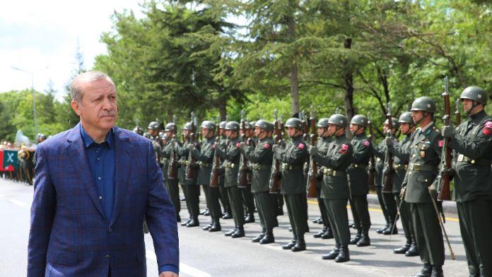 Erdoğan 2. Ordu Komutanlığını ziyaret etti