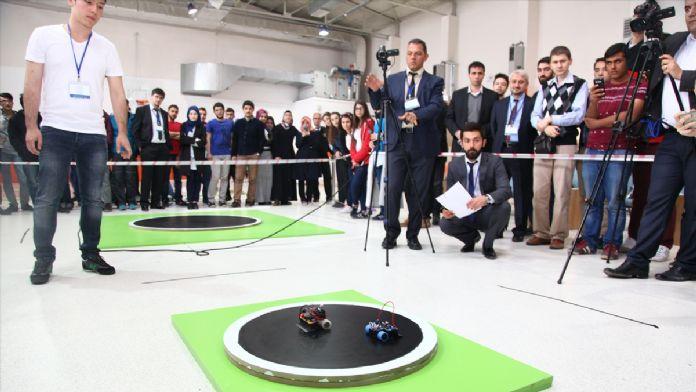 Öğrenciler robotları yarıştırdı