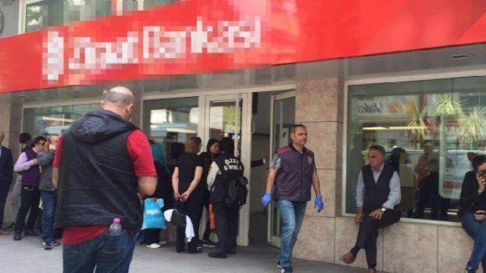 Banka memurunu 'ATM'de arıza var' diye kandırıp, kasadaki 20 bin TL'yi çaldılar