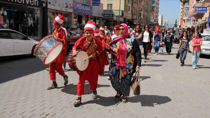 Mersin'de engelli öğrenciler mehter eşliğinde yürüdü