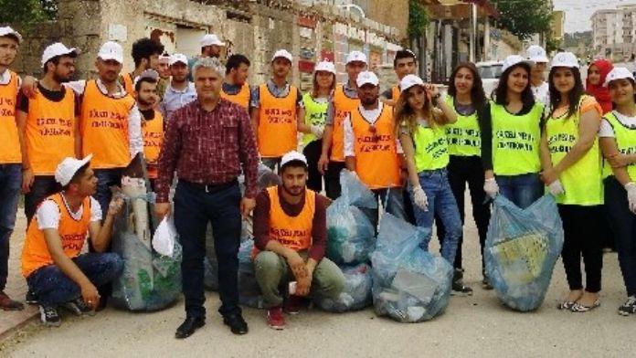GAÜN Öğrencilerinden Çöpünüzü Geleceğe Atmayın Projesi