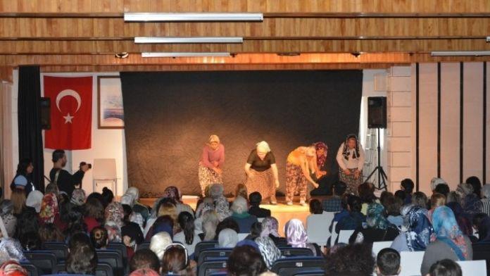 Bozyazılı Anneler, 'Anneler Günü'nde Tiyatro Oyunu İzledi