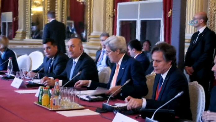 Paris'te kritik toplantı