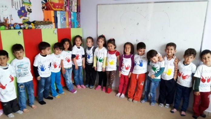 Nezaket Okulu, Anneler Gününü Tişört Baskı İle Kutladı