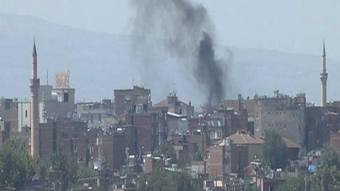 Şiddetli patlamanın ardından çatışma çıktı