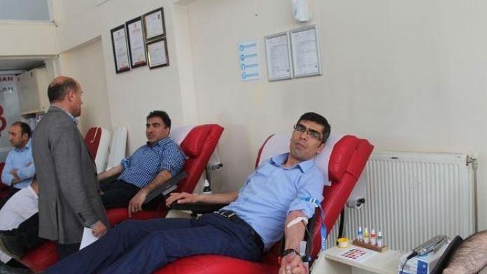 ABB'den Kızılay Kan merkezine bağış