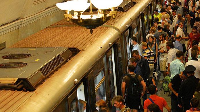 Tren istasyonunda yolculara bıçaklı saldırı