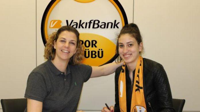 VakıfBank, iç transfere Kübra Akman ile başladı
