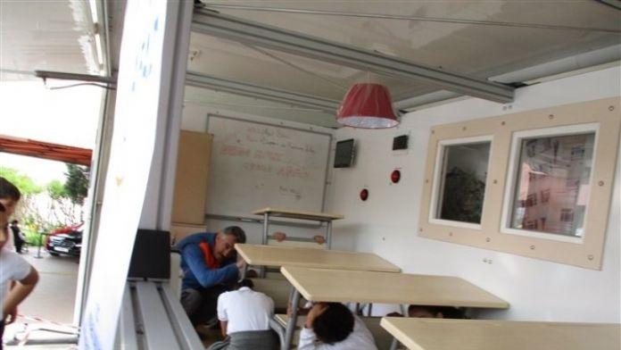 AFAD Simülasyon Tırı İle Kocaeli'de Afet Eğitimi