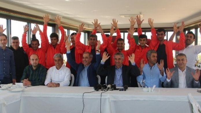 Başkan Yanılmaz, İşitme Engelli Futbolcularla Bir Araya Geldi