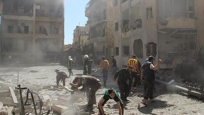 'Esed ve PYD 500 bin kişiyi Halep'e hapsetmeye çalışıyor'
