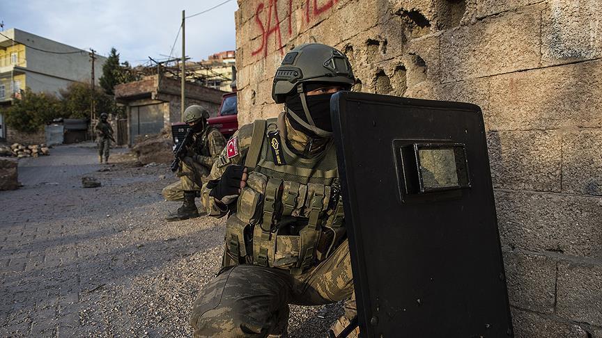 Kahraman Asker Teröriste Nefes Aldırmıyor
