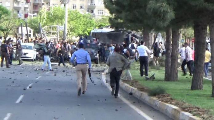 Polis servisine bombalı saldırı: 12 yaralı