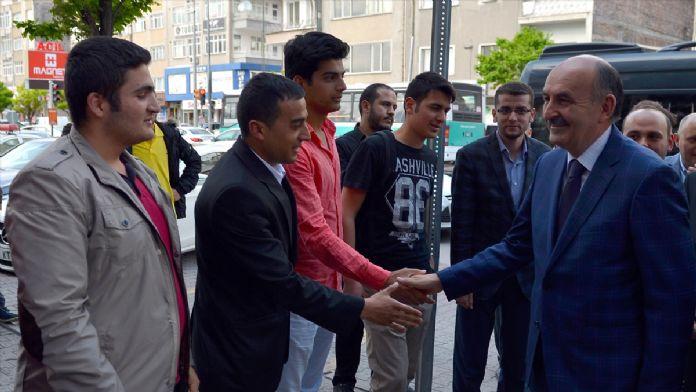 Müezzinoğlu 'Gençler Bakanıyla Buluşuyor' toplantısında