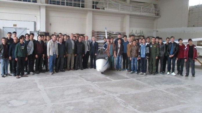 Öğrenciler Uçaklarla Tanıştı