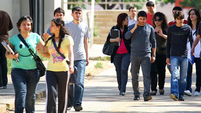 'Türkiye'de 5 bin 600 Suriyeli üniversite öğrencisi var'