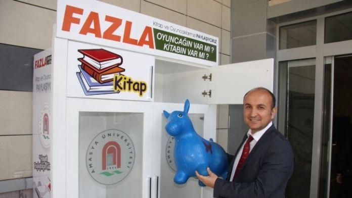 Amasya Üniversitesi'nden Oyuncak Ve Kitap Kampanyası