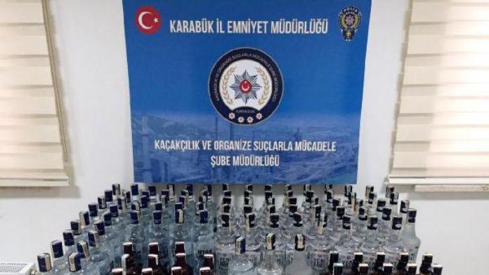 Otomobilde 115 şişe sahte içki ele geçirildi