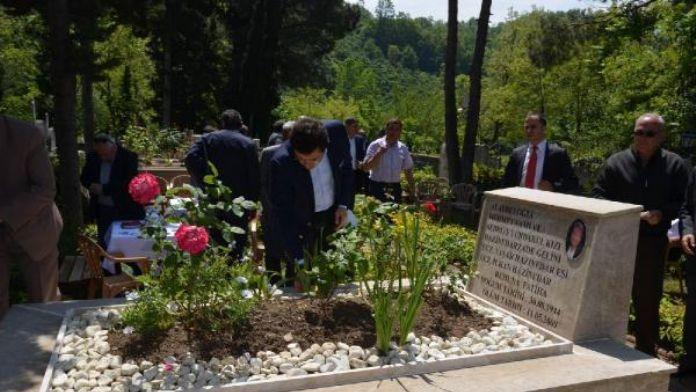 Beşiktaş Belediye Başkanı Hazinedar annesini mezarını ziyaret etti