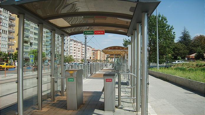 Tramvay Durağında Yankesicilerin Hedefi Oldu
